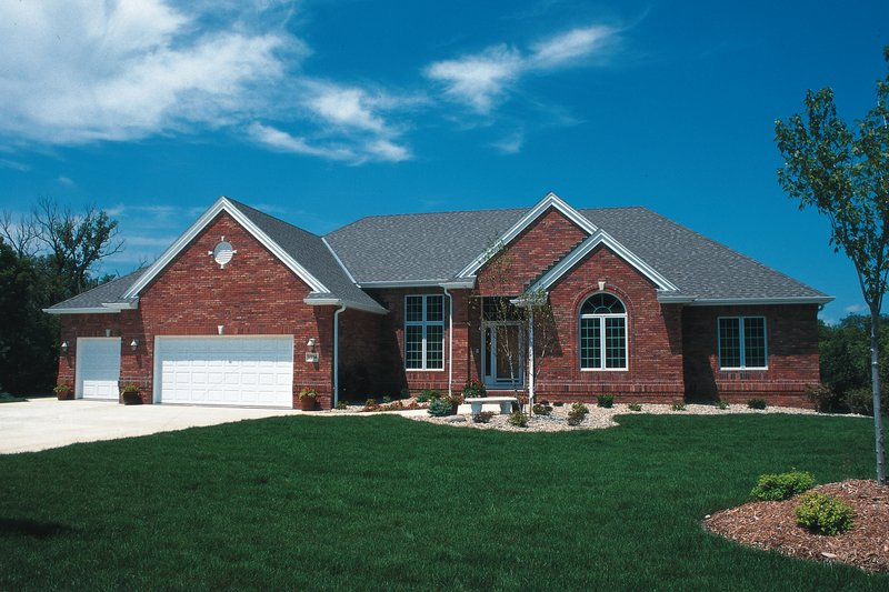 Traditional Style House Plan - 2 Beds 2 Baths 1996 Sq/Ft Plan #20-2419 Exterior - Front Elevation