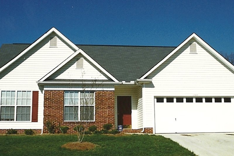 Colonial Exterior - Front Elevation Plan #1053-58 - Houseplans.com