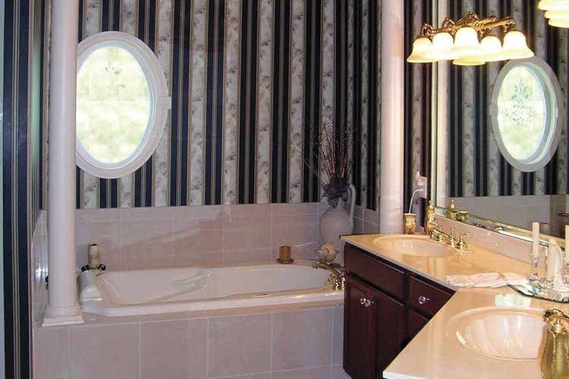 Ranch Interior - Bathroom Plan #456-81 - Houseplans.com