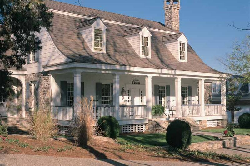 House Plan Design - Colonial Exterior - Front Elevation Plan #137-305