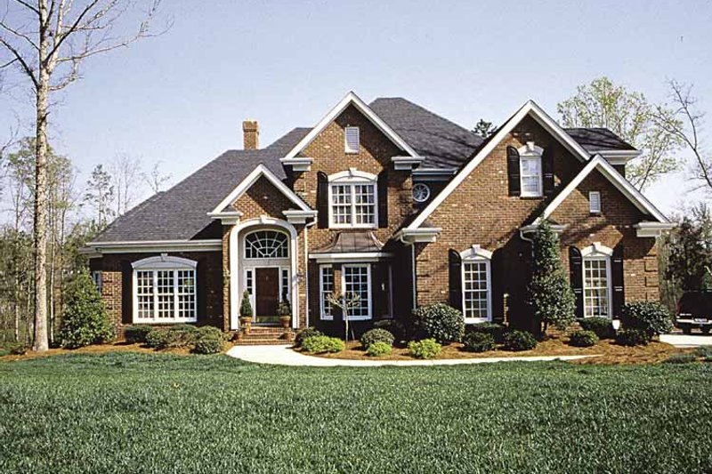 Dream House Plan - Traditional Exterior - Front Elevation Plan #453-516