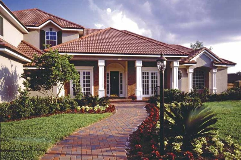 Traditional Exterior - Front Elevation Plan #417-793 - Houseplans.com