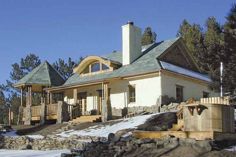 Traditional Exterior - Front Elevation Plan #1042-8 - Houseplans.com