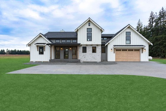 Country Exterior - Front Elevation Plan #1070-33