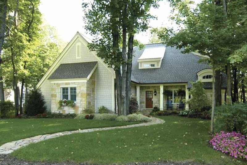 Traditional Exterior - Front Elevation Plan #928-106 - Houseplans.com