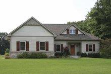 Craftsman Exterior - Front Elevation Plan #928-130