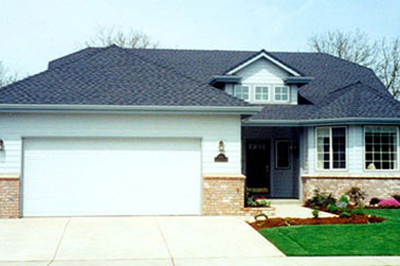 Modern Style House Plan - 3 Beds 2 Baths 1908 Sq/Ft Plan #124-381 Exterior - Front Elevation