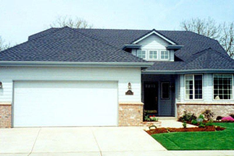 Modern Exterior - Front Elevation Plan #124-381