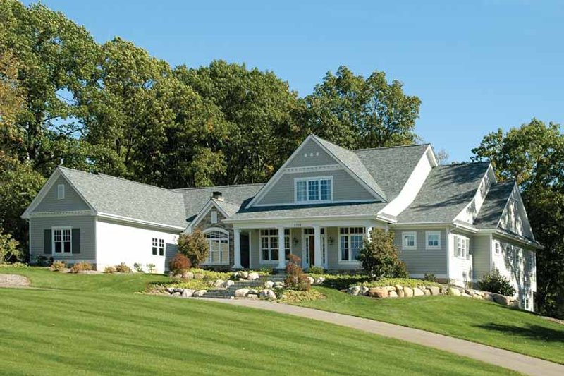 Traditional Exterior - Front Elevation Plan #928-26 - Houseplans.com