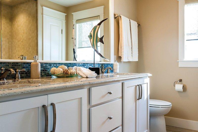 Bungalow Interior - Master Bathroom Plan #928-9 - Houseplans.com