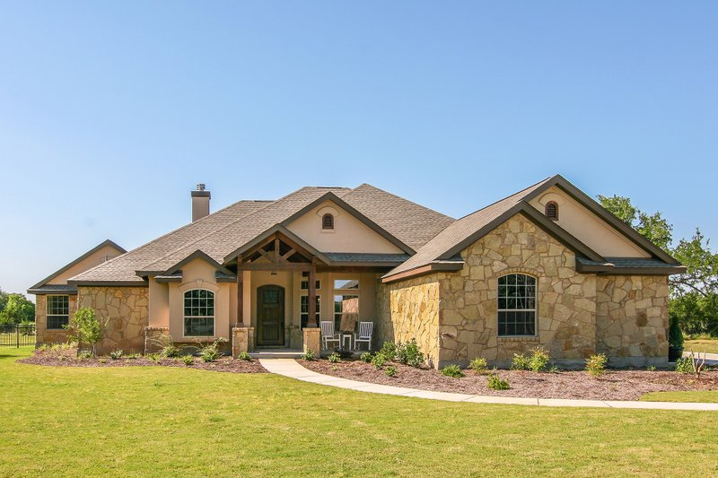 Traditional Style House Plan - 6 Beds 3.5 Baths 2772 Sq/Ft Plan #80-173 Exterior - Front Elevation