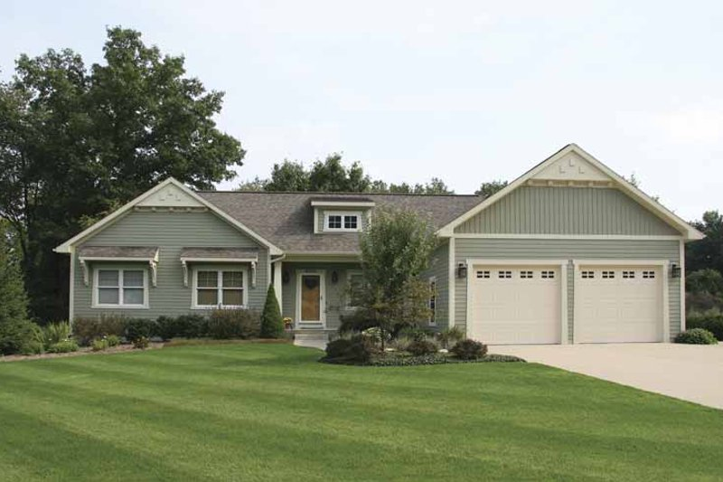 House Plan Design - Craftsman Exterior - Front Elevation Plan #928-122