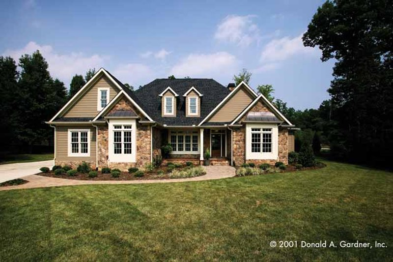 House Plan Design - Traditional Exterior - Front Elevation Plan #929-605