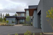Modern Exterior - Front Elevation Plan #892-17