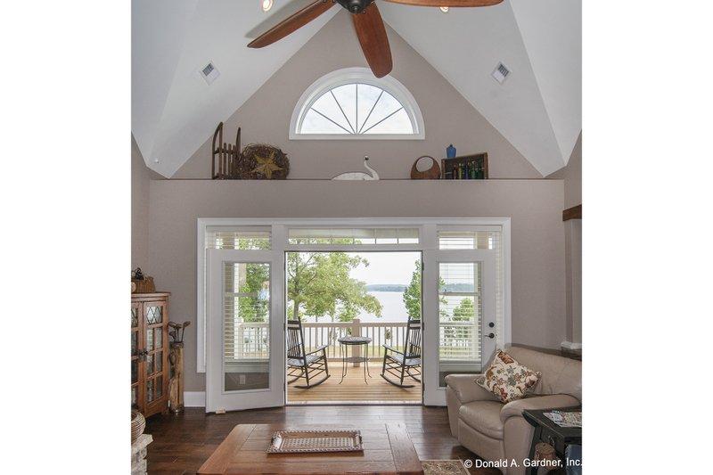 Craftsman Interior - Family Room Plan #929-26 - Houseplans.com