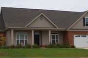 House Plan - 4 Beds 4 Baths 2481 Sq/Ft Plan #63-283 Exterior - Front Elevation