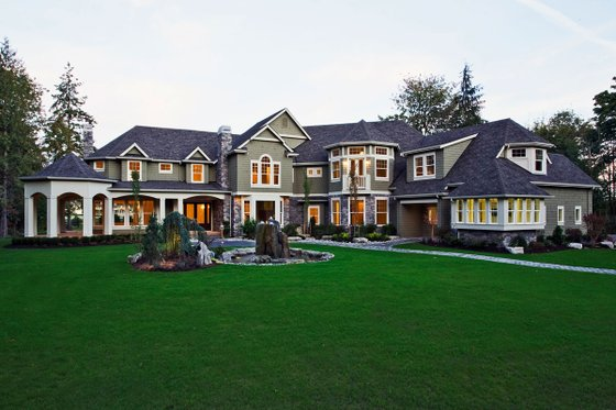Craftsman style mansion, elevation photo