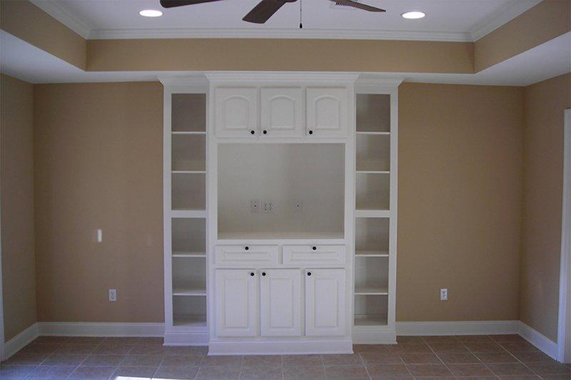Country Interior - Family Room Plan #430-20 - Houseplans.com