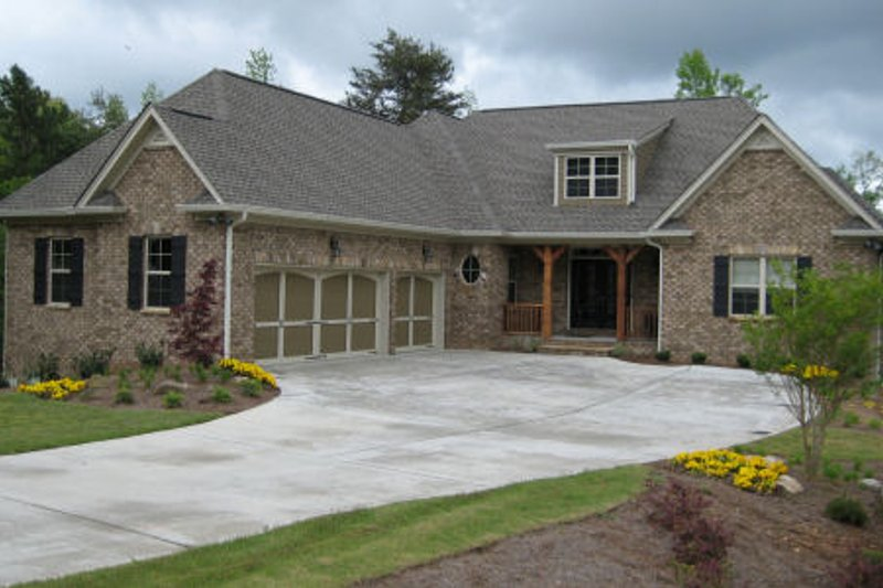 Dream House Plan - Traditional Exterior - Front Elevation Plan #437-44