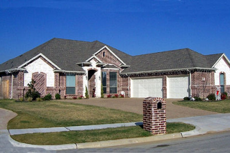 Architectural House Design - Traditional Exterior - Front Elevation Plan #84-375