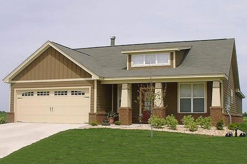 Bungalow Style House Plan - 3 Beds 2 Baths 1787 Sq/Ft Plan #63-183 Exterior - Front Elevation
