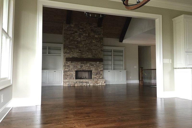 Ranch Interior - Family Room Plan #437-71 - Houseplans.com