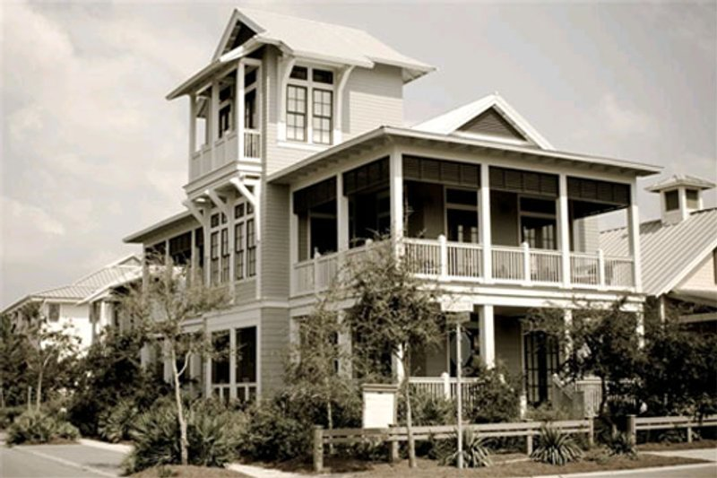 Beach Style House Plan - 4 Beds 5 Baths 3056 Sq/Ft Plan #443-10 Exterior - Front Elevation