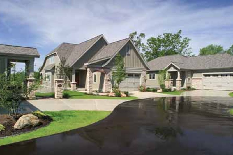 Traditional Exterior - Front Elevation Plan #928-115 - Houseplans.com