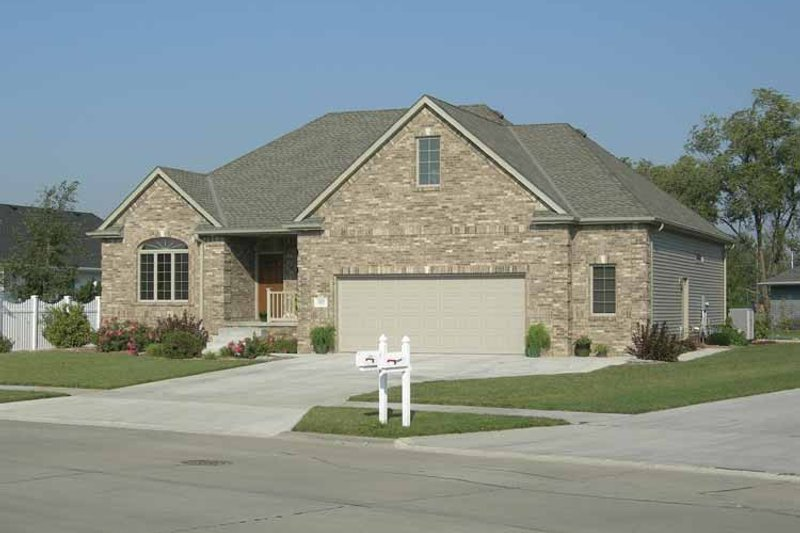 Ranch Exterior - Front Elevation Plan #20-2222