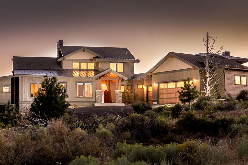 Craftsman Style House Plan - 4 Beds 3.5 Baths 3301 Sq/Ft Plan #895-50 Exterior - Front Elevation