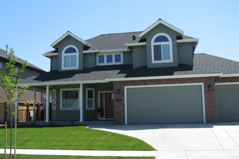 Traditional Exterior - Front Elevation Plan #124-479 - Houseplans.com