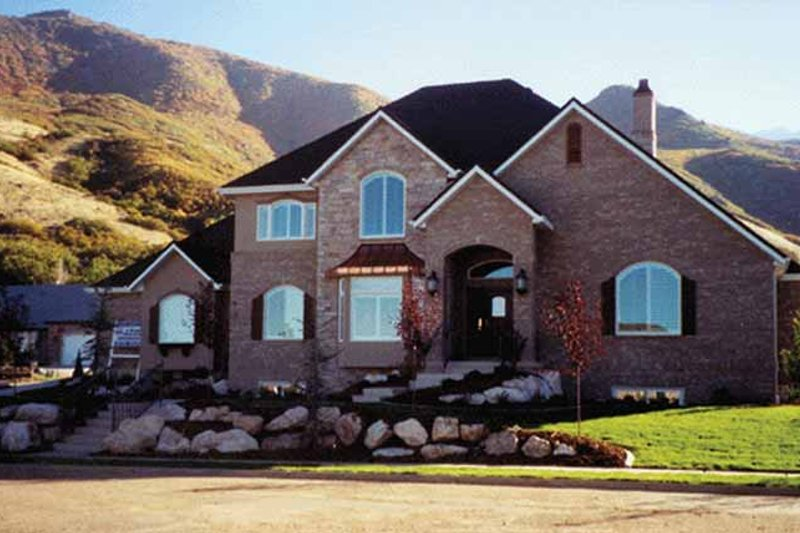 House Plan Design - Traditional Exterior - Front Elevation Plan #945-50