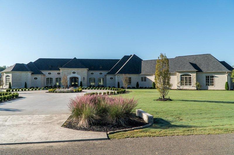 House Design - European Exterior - Front Elevation Plan #923-69