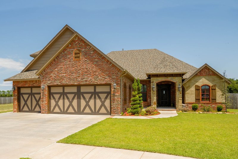 Traditional Style House Plan - 3 Beds 2.5 Baths 2565 Sq/Ft Plan #65-524 Exterior - Front Elevation