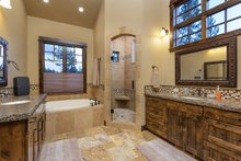 Craftsman Interior - Master Bathroom Plan #892-27