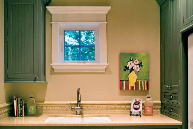 Craftsman Interior - Bathroom Plan #132-353 - Houseplans.com