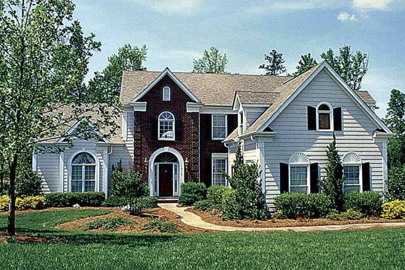 Dream House Plan - Traditional Exterior - Front Elevation Plan #453-515