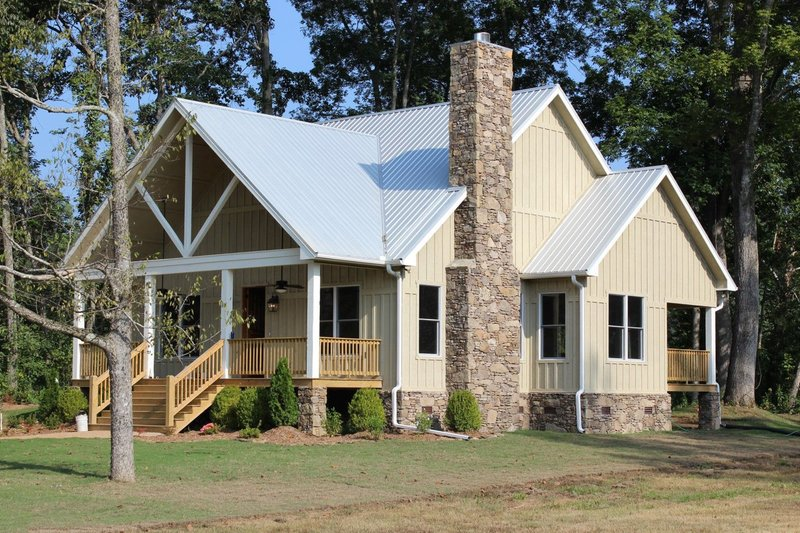 House Plan Design - Country Exterior - Front Elevation Plan #932-3