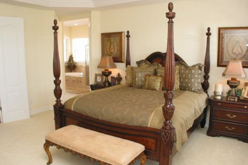 Southern Interior - Bedroom Plan #64-118 - Houseplans.com