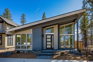 Modern Exterior - Front Elevation Plan #895-124