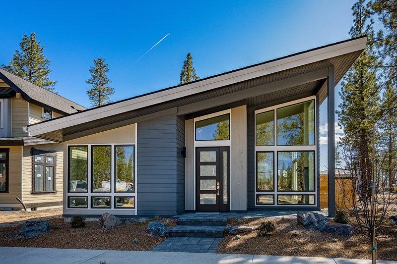 House Plan Design - Modern Exterior - Front Elevation Plan #895-124