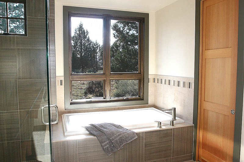 Craftsman Interior - Master Bathroom Plan #892-7 - Houseplans.com