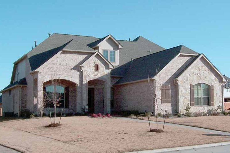 House Plan Design - Traditional Exterior - Front Elevation Plan #84-734