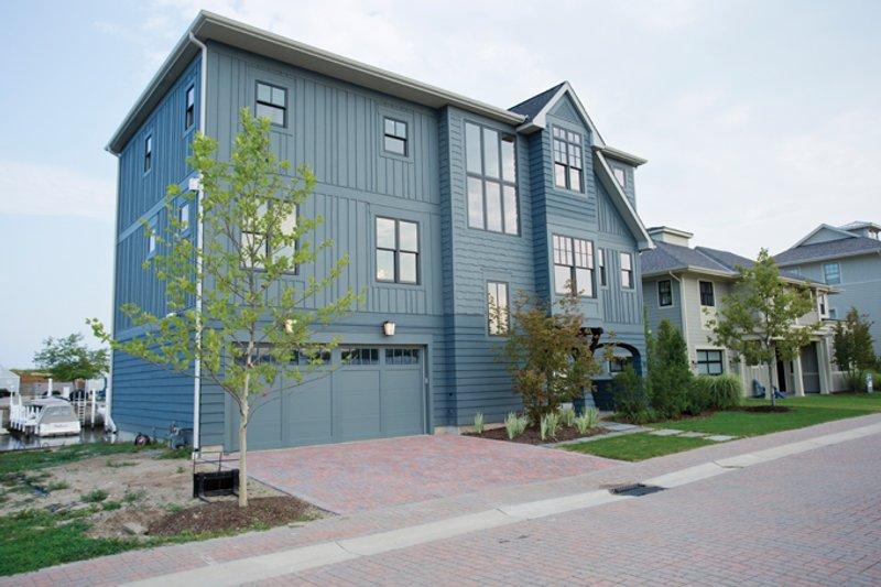 Contemporary Exterior - Front Elevation Plan #928-270 - Houseplans.com