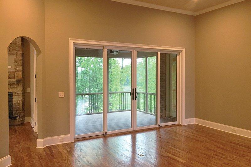 Country Interior - Family Room Plan #437-72 - Houseplans.com