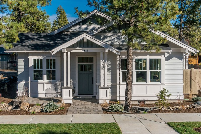 Craftsman Style House Plan - 3 Beds 2 Baths 1729 Sq/Ft Plan #895-56 Exterior - Other Elevation