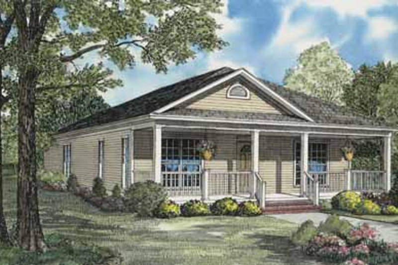 Traditional Style House Plan - 3 Beds 3 Baths 1462 Sq/Ft Plan #17-555 Exterior - Front Elevation