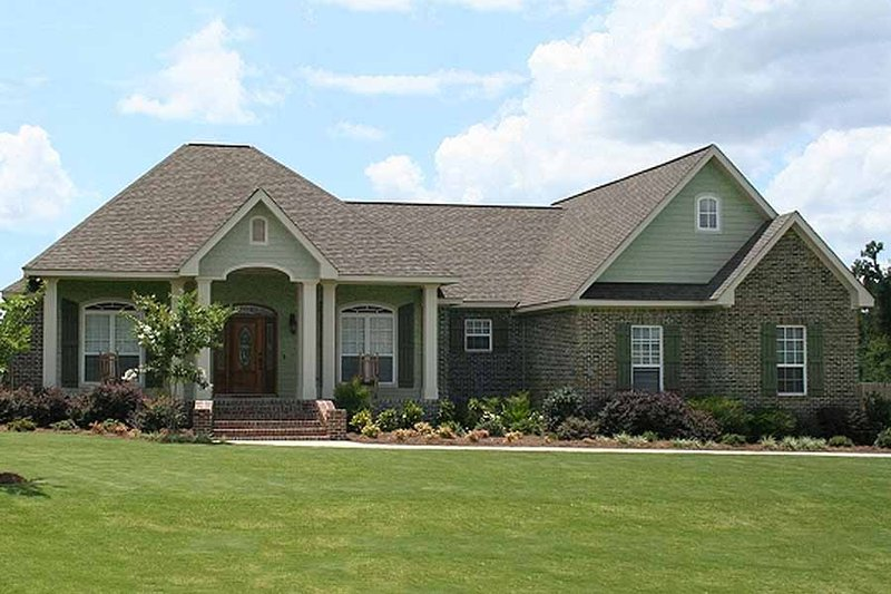 Traditional Style House Plan - 3 Beds 2.5 Baths 2067 Sq/Ft Plan #21-348 Exterior - Front Elevation