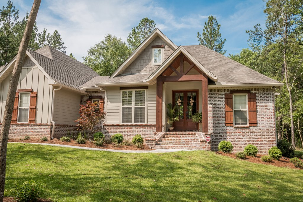 Craftsman style house plan 3 beds 2 baths 1769 sq ft for Craftsman vs mission style
