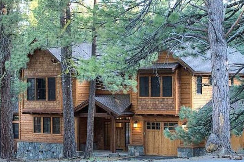Craftsman Style House Plan - 4 Beds 2.5 Baths 3542 Sq/Ft Plan #899-1 Exterior - Front Elevation